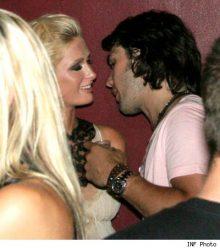 José Théodore flirt avec Paris Hilton